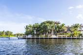 Luxurious waterfront home in Fort Lauderdale — Stock Photo