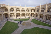 People visit Monastery of Jeronimos — Stock Photo