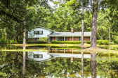Villa in swamp area gives a harmonic mirroring picture in the wa — Stock Photo
