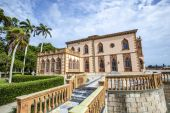 Ca d'Zan is an elaborate Venetian-style villa modeled in part af — Stock Photo