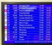 Panel with arriving flights and actual status at Rhein Main Airp — Stock Photo