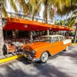 The Art Deco Edison Hotel and a classic oldsmobile car — Stok fotoğraf #65407117