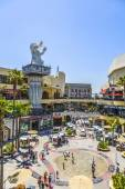 People visit Hollywood and Highland Center — Foto Stock