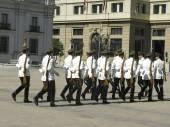 Ceremonial changing of the guard at Palacio de la Moneda  — Stock Photo