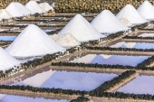 Salt piles in the saline of Janubio  — Stock Photo