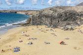 Many tourists enjoy Papagayo beach on a sunny  day — Stock Photo