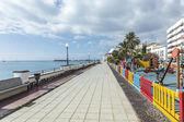 People walk along the promenade in Arrecife — Fotografia Stock