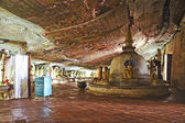 Buddah and painting in the famous rock tempel of Dambulla, Sri L — Stock Photo