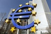 The Euro sign outside the European Central Bank — Stock Photo