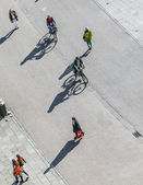 People walk along the Zeil in Midday in Frankfurt — Stock Photo