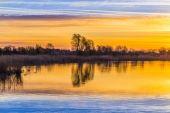 Su yansıması ile Zinnowitz içinde günbatımı — Stok fotoğraf
