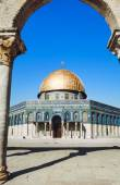 The afternoon sun shines on the golden Dome of the Rock — Stock Photo