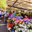 People visit farmers market in Chaillot, Paris — Stock Photo #75358591