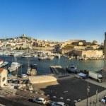 Постер, плакат: View of Marseille to the old roman harbor building and skyline