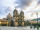 Plaza de armas in sunset with local people — Foto Stock