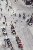Aerial of crowded Stephansplatz in Vienna with fiakers — Stock Photo