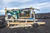 Abandoned fishermans hut at the beach — Stock Photo