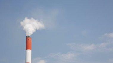 Smoke stack with smoke — Stock Video