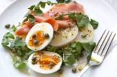 Smoked Salmon Salad with Eggs Potatoes Watercress and Capers — Stock Photo