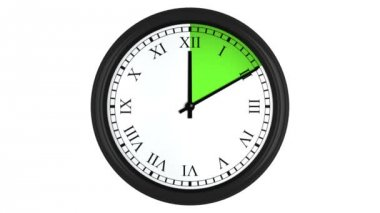 Animated clock with Roman numerals and a green time interval — Stock Video