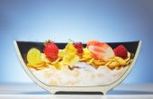 Dissected half plate with corn flakes and fruit — Stock Photo