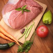 raw meat and vegetables on a cutting board — Stock Photo