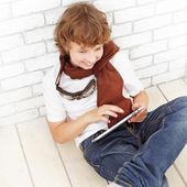 Beauty teenager with tablet pc — Zdjęcie stockowe