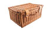 Rieten picknickmand — Stockfoto