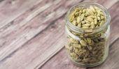 Cardamom Spice In Mason Jar — Stock Photo