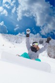 Young girl Oversized sitting with your snowboard in the snow and would be — Stock Photo