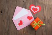 Love letter with gift — 图库照片