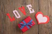 Gift and paper hearts — Stock Photo