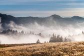 Berg boven de wolken — Stockfoto