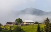 Misty morning in the Carpathians — Stock Photo