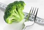 Fresh broccoli on plate — Foto Stock