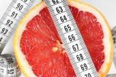 Measuring tape with grapefruit — Stock Photo