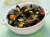 Rustic black mussel in garlic white wine sauce — Stock Photo