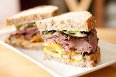 Roast beef deli style sandwich on cracked whole wheat bread — Stock Photo