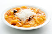 Orecchiette, little ears shaped pasta, with a tomato and chicken — Stock Photo