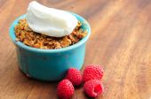 Single serving of apple raspberry crumble with whipped cream — Stock Photo