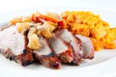 Grilled pork tenderloin with squah and apple mushroom sauce — Stockfoto