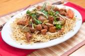 Chicken chow mien — Stock Photo
