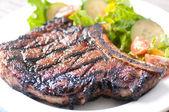 Sällsynta rib steak — Stockfoto