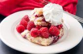 Raspberry and white chocolate scone — Stock Photo