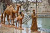 Lyab-i Hauz pond and Nasreddin Hodja statue in Bukhara — Stockfoto