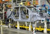 Saldatura contatti spot di corpi di auto nello stabilimento automobilistico — Foto Stock