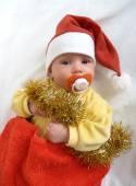 O bebê na roupa de ano novo do Papai Noel em um branco backgrou — Fotografia Stock