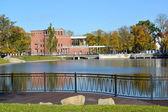 Kaliningrad. Embankment of the Grain lake (pond Float) in the fa — Stock Photo
