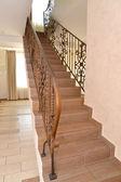 Фрагмент коридор отеля с лестницей — Стоковое фото