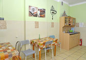 Interieur van een keuken / eetkamer in kleine hotel — Stockfoto